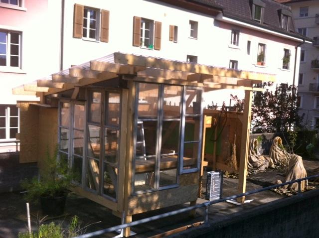 Neues Gartenhaus auf der Terrasse